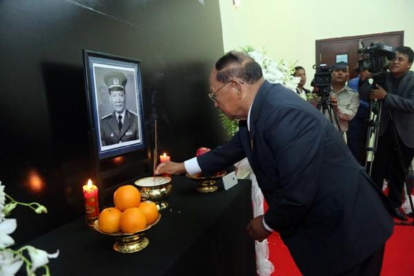 พิธีไว้อาลัยพลเอก เลดึ๊กแองห์ อดีตประธานประเทศเวียดนามในประเทศต่างๆ - ảnh 1