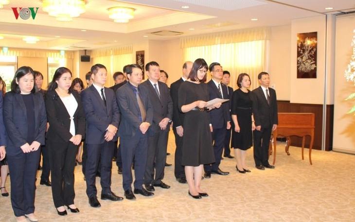 พิธีไว้อาลัยพลเอก เลดึ๊กแองห์ อดีตประธานประเทศเวียดนามในประเทศต่างๆ - ảnh 4