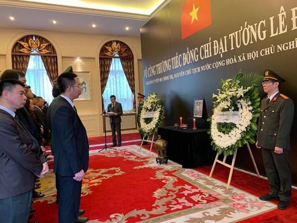 พิธีไว้อาลัยพลเอก เลดึ๊กแองห์ อดีตประธานประเทศเวียดนามในประเทศต่างๆ - ảnh 2