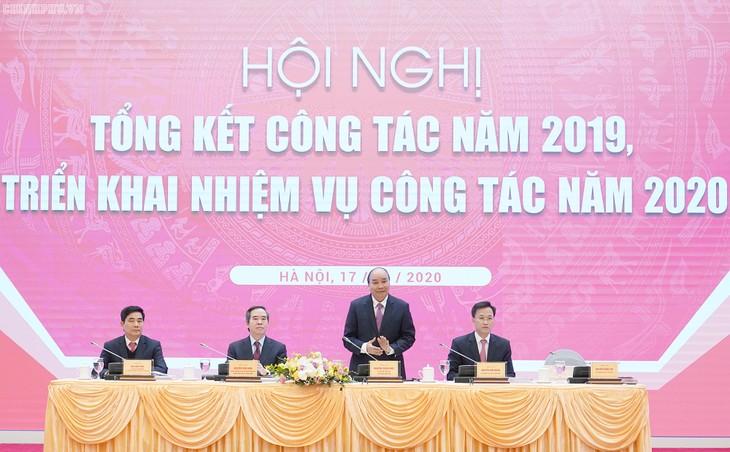 นายกรัฐมนตรี เหงวียนซวนฟุ๊กเข้าร่วมการประชุมสรุปผลการปฏิบัติงานในปี 2019 ของคณะกรรมาธิการเศรษฐกิจส่วนกลาง - ảnh 1