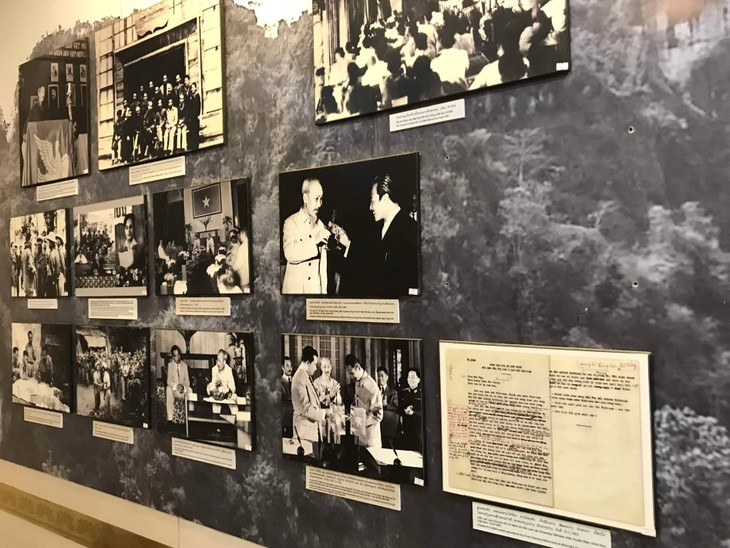 อนุสรณ์สถานประธานโฮจิมินห์ในแขวงคำม่วน ประเทศลาว ร่องรอยเกี่ยวกับความสามัคคีเวียดนาม – ลาว - ảnh 12