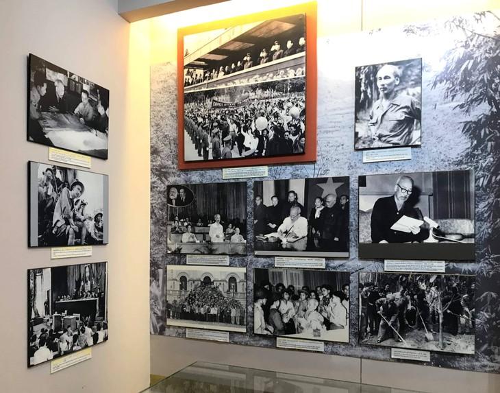 อนุสรณ์สถานประธานโฮจิมินห์ในแขวงคำม่วน ประเทศลาว ร่องรอยเกี่ยวกับความสามัคคีเวียดนาม – ลาว - ảnh 15