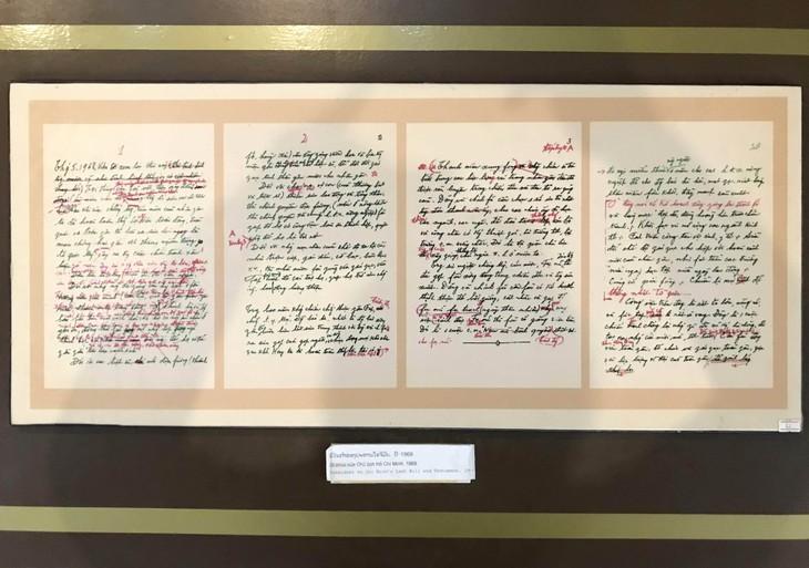 อนุสรณ์สถานประธานโฮจิมินห์ในแขวงคำม่วน ประเทศลาว ร่องรอยเกี่ยวกับความสามัคคีเวียดนาม – ลาว - ảnh 17