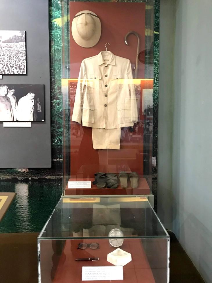 อนุสรณ์สถานประธานโฮจิมินห์ในแขวงคำม่วน ประเทศลาว ร่องรอยเกี่ยวกับความสามัคคีเวียดนาม – ลาว - ảnh 20