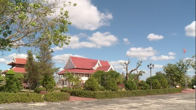 อนุสรณ์สถานประธานโฮจิมินห์ในแขวงคำม่วน ประเทศลาว ร่องรอยเกี่ยวกับความสามัคคีเวียดนาม – ลาว - ảnh 2