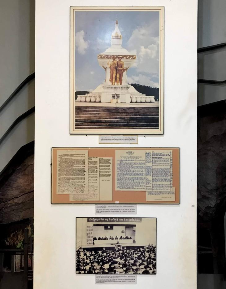 อนุสรณ์สถานประธานโฮจิมินห์ในแขวงคำม่วน ประเทศลาว ร่องรอยเกี่ยวกับความสามัคคีเวียดนาม – ลาว - ảnh 24