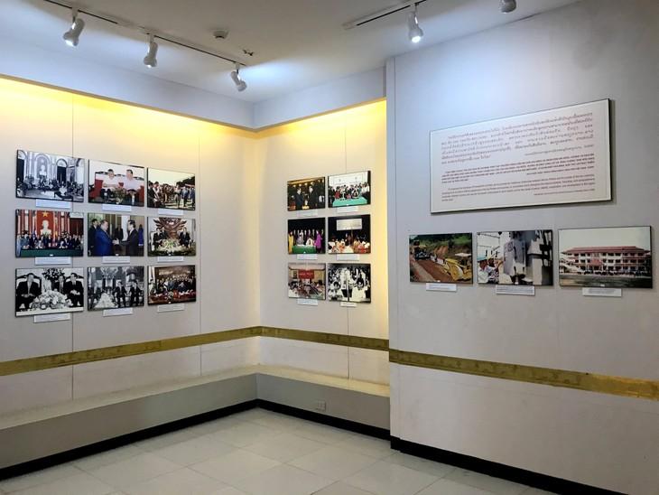 อนุสรณ์สถานประธานโฮจิมินห์ในแขวงคำม่วน ประเทศลาว ร่องรอยเกี่ยวกับความสามัคคีเวียดนาม – ลาว - ảnh 26