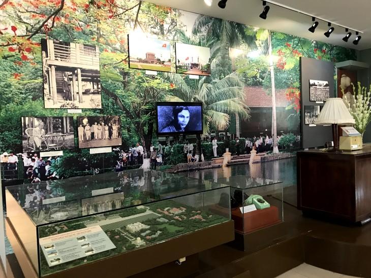 อนุสรณ์สถานประธานโฮจิมินห์ในแขวงคำม่วน ประเทศลาว ร่องรอยเกี่ยวกับความสามัคคีเวียดนาม – ลาว - ảnh 27