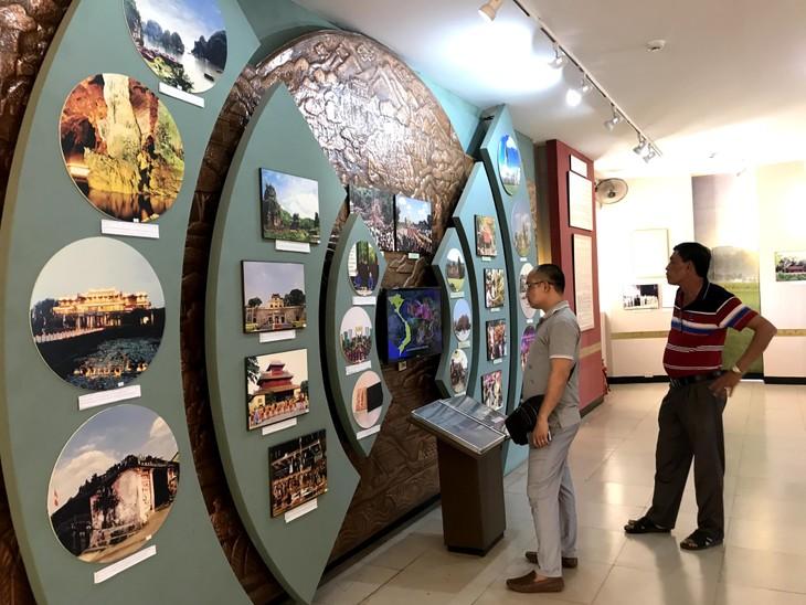 อนุสรณ์สถานประธานโฮจิมินห์ในแขวงคำม่วน ประเทศลาว ร่องรอยเกี่ยวกับความสามัคคีเวียดนาม – ลาว - ảnh 4