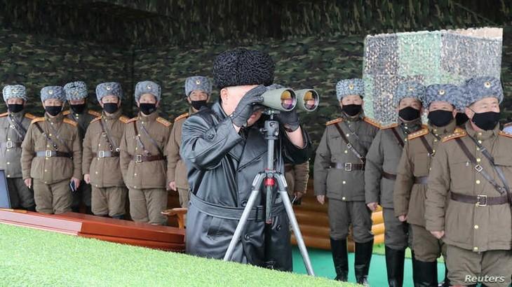 สาธารณรัฐประชาธิปไตยประชาชนเกาหลียืนยันทำการฝึกซ้อมยิงปืนใหญ่พิสัยไกล - ảnh 1