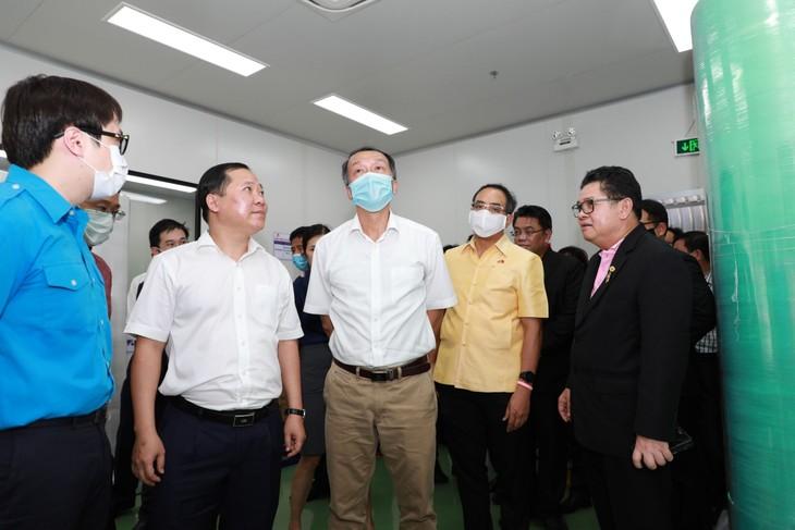 """พิธีเปิดโรงงานผลิตหน้ากากอนามัย CP Vietnamและโครงการ""""หน้ากากแห่งความเมตตา"""" - ảnh 2"""