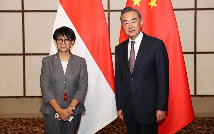 รัฐมนตรีต่างประเทศอินโดนีเซียเรียกร้องให้จีนปฏิบัติตามกฎหมายในปัญหาทะเลตะวันออก - ảnh 1