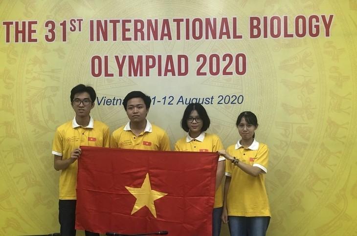 นักเรียนเวียดนาม4 คนคว้ารางวัลในการแข่งขันชีววิทยาโอลิมปิก - ảnh 1