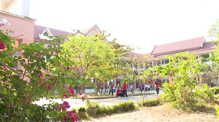 โรงเรียนมัธยมปลายมิตรภาพลาว-เวียดนาม จุดประกายแห่งความฝัน - ảnh 1