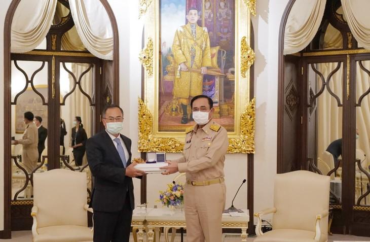 นายกรัฐมนตรีไทยให้ความสำคัญต่อความสัมพันธุ์หุ้นส่วนยุทธศาสตร์กับเวียดนาม - ảnh 1