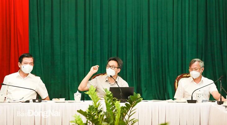 รองนายกรัฐมนตรี หวูดึ๊กดาม กำชับให้ทางการจังหวัดด่งนายเพิ่มการตรวจหาเชื้อโควิด -19 - ảnh 1