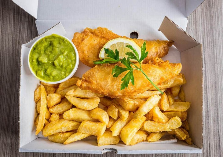 Fish and chips, the most English dish of all - ảnh 1