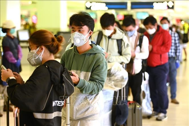Countries adjust policies amid Covid-19 outbreak - ảnh 1