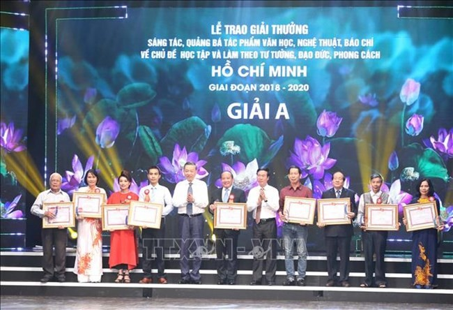 200 works on following President Ho Chi Minh morality honored - ảnh 1
