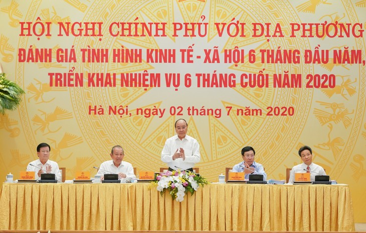 Prime Minister calls for stronger determination to recover economy  - ảnh 1