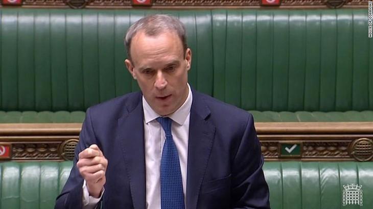 UK suspends Hong Kong extradition treaty - ảnh 1