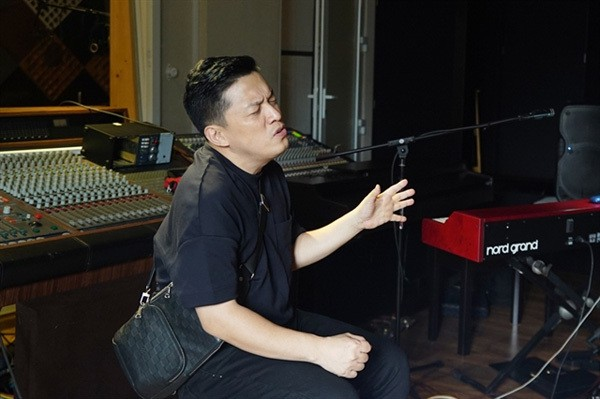 Lam Truong's online concert highlights famous songs in late 90s - ảnh 1