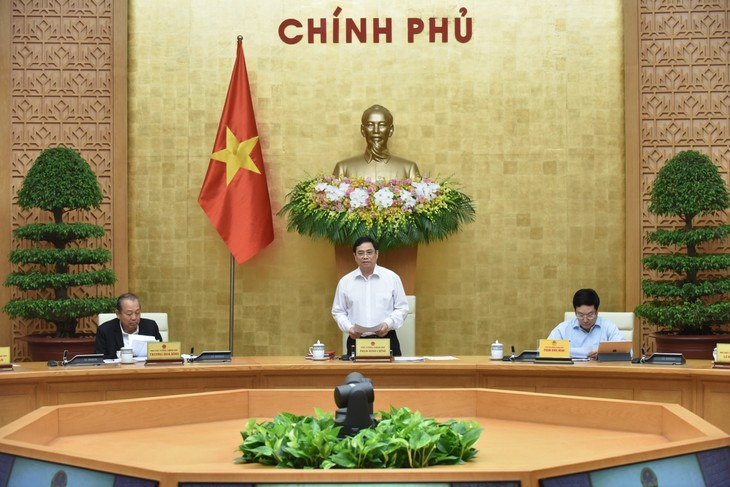 Prime Minister Pham Minh Chinh presides over first Cabinet meeting  - ảnh 1