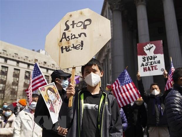 US Senate passes bill to fight anti-Asian hate crimes - ảnh 1