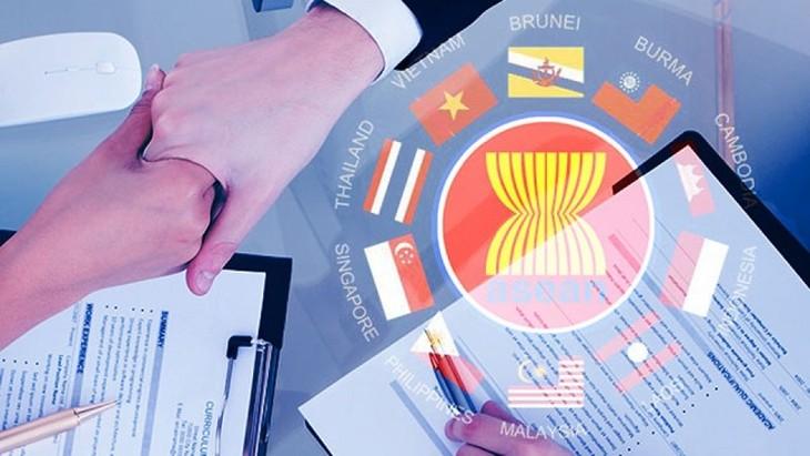 ASEAN announces mid-term review of Economic Community blueprint - ảnh 1