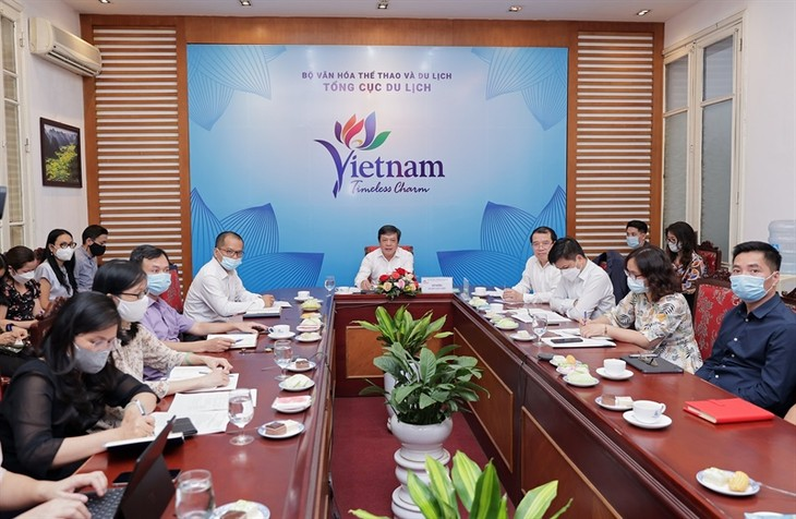 Tourism sector seeks to welcome back international visitors - ảnh 1