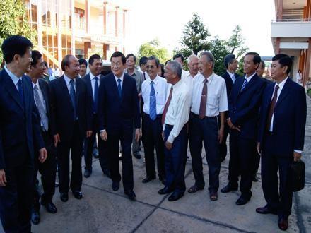 Chủ tịch nước Trương Tấn Sang đã thăm và chúc Tết Đảng bộ và nhân dân Long An - ảnh 1
