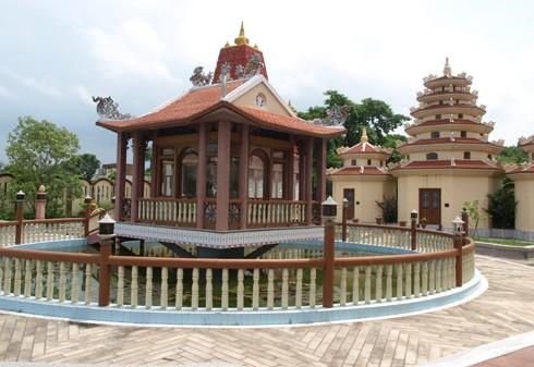 Chùa Linh Sơn Việt Nam ở Kushinagar xây dựng tòa tháp theo mô hình chùa Một Cột. Ảnh: Phan Anh.