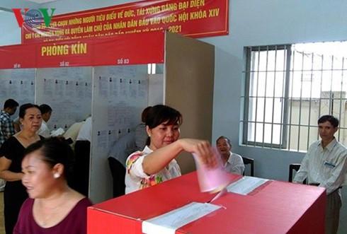 Hơn 69 triệu cử tri cả nước đã và đang cầm trên tay lá phiếu để bầu cử - ảnh 3