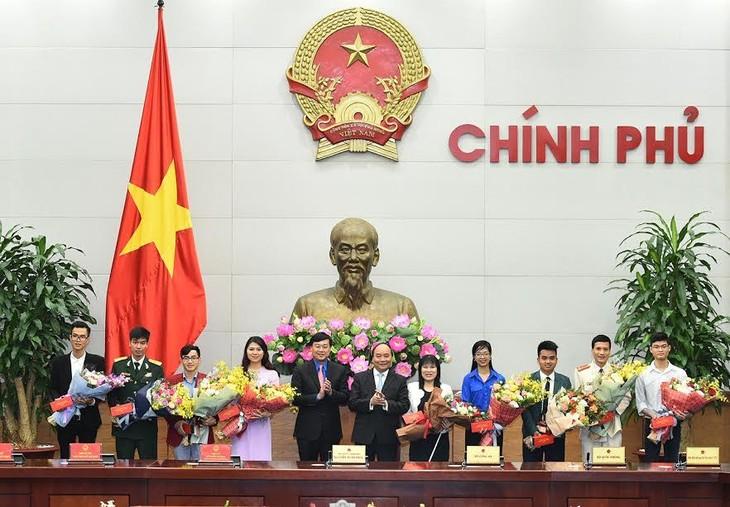 Thủ tướng Nguyễn Xuân Phúc gặp mặt những gương mặt trẻ Việt Nam tiêu biểu - ảnh 1
