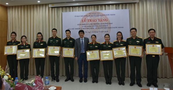Khen thưởng tập thể, cá nhân có thành tích xuất sắc trong công tác về người Việt Nam ở nước ngoài  - ảnh 5