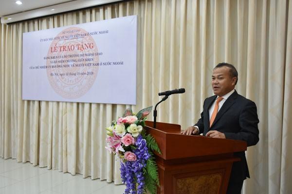 Khen thưởng tập thể, cá nhân có thành tích xuất sắc trong công tác về người Việt Nam ở nước ngoài  - ảnh 2