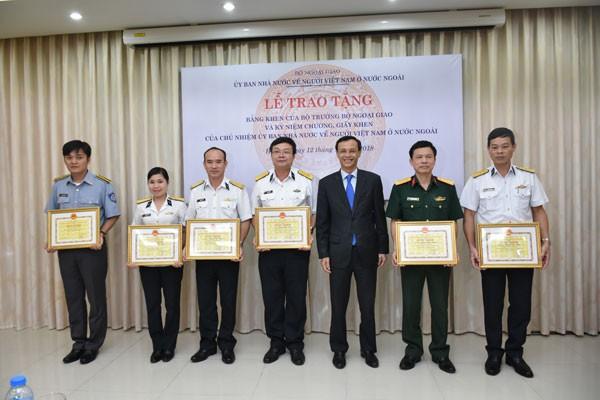 Khen thưởng tập thể, cá nhân có thành tích xuất sắc trong công tác về người Việt Nam ở nước ngoài  - ảnh 4