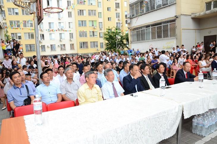 Hội Làng Sen, Ucraina đông vui, đoàn kết và ý nghĩa - ảnh 1