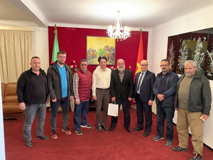 Đại sứ quán Việt Nam gặp mặt thân mật với Ban Lãnh đạo Liên đoàn và môn phái võ cổ truyền tại An-giê-ri  - ảnh 2