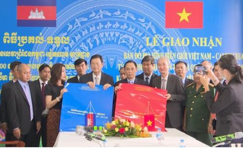 Lễ giao nhận bản đồ địa hình biên giới giữa Việt Nam và Campuchia - ảnh 1