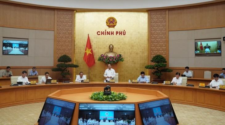 Thủ tướng Nguyễn Xuân Phúc chủ trì hội nghị trực tuyến toàn quốc bàn giải pháp chống COVID-19 - ảnh 1