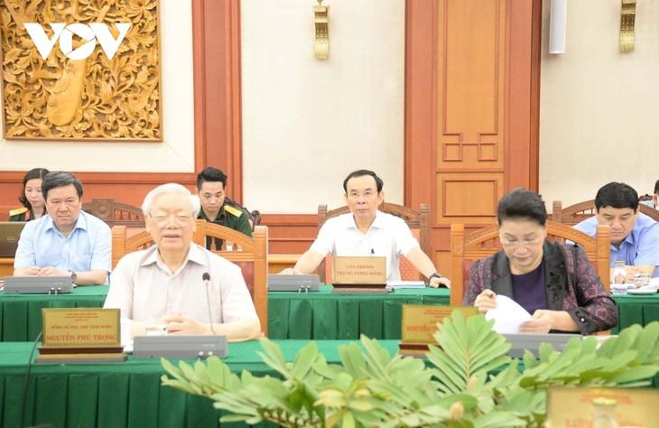 Bộ Chính trị làm việc với Quân ủy Trung ương về chuẩn bị Đại hội Đảng bộ Quân đội - ảnh 2