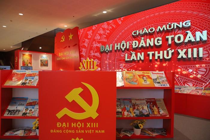 Không gian trưng bày sách chào mừng Đại hội XIII của Đảng - ảnh 11