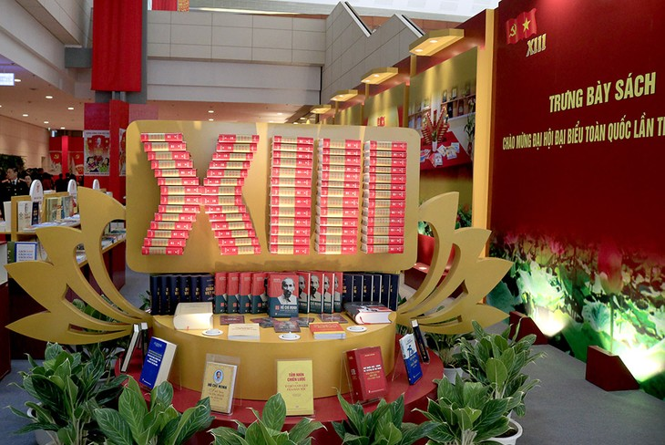 Không gian trưng bày sách chào mừng Đại hội XIII của Đảng - ảnh 1