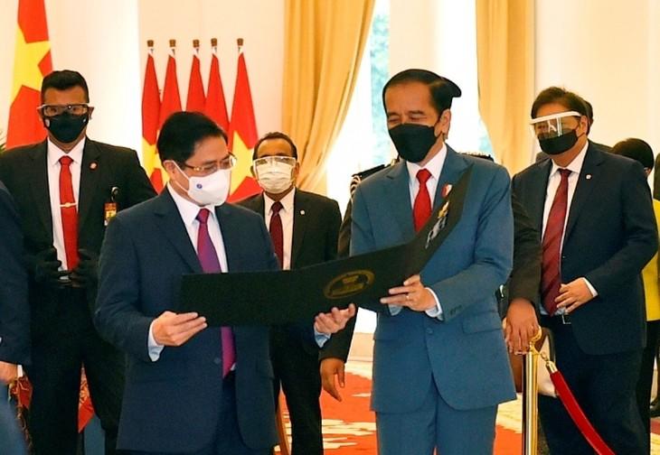 Thủ tướng đề nghị các nước ASEAN phối hợp tìm giải pháp cho vấn đề Myanmar - ảnh 1