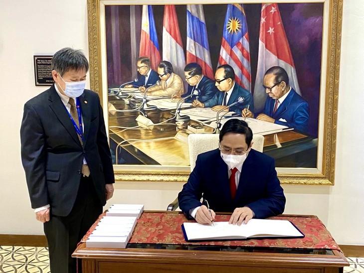 Nhìn lại chuyến công du nước ngoài đầu tiên của Thủ tướng Phạm Minh Chính - ảnh 25