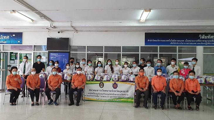Hội người Việt tỉnh Udon Thani (Thái Lan) chia sẻ khó khăn với lưu học sinh Việt - ảnh 2