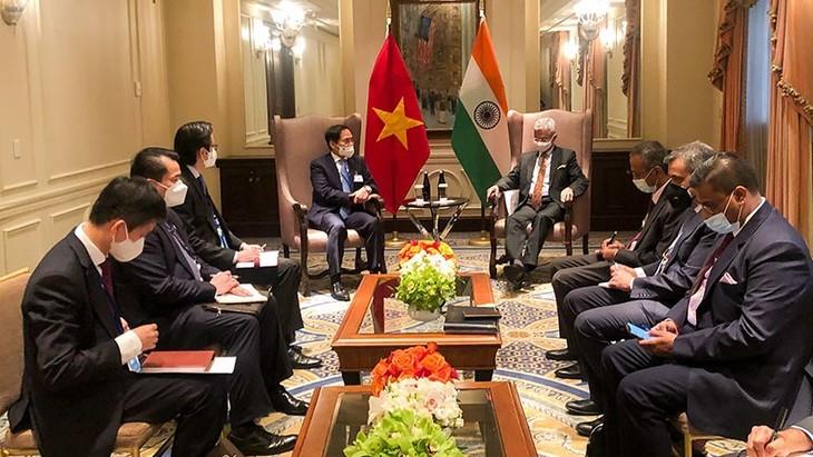 Bộ trưởng Bộ Ngoại giao Bùi Thanh Sơn gặp gỡ bên lề khóa họp 76 Đại hội đồng Liên hợp quốc - ảnh 2