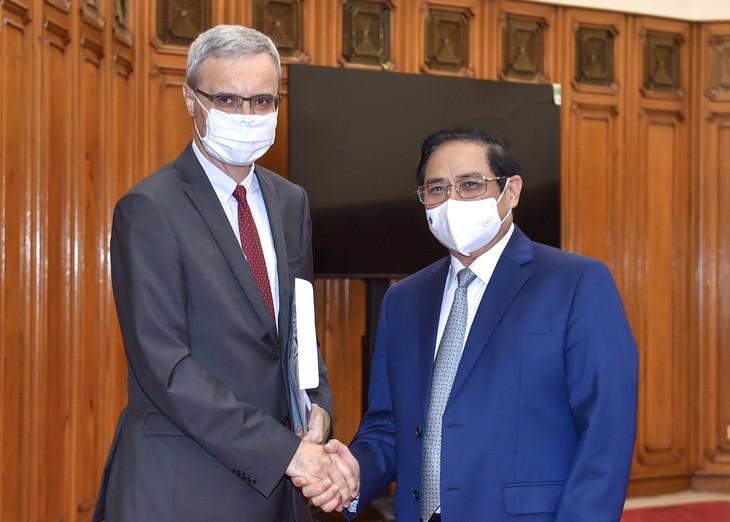 Thủ tướng đề nghị Pháp tăng cường hỗ trợ Việt Nam về vaccine, nâng cao năng lực y tế và phát triển công nghiệp dược - ảnh 1