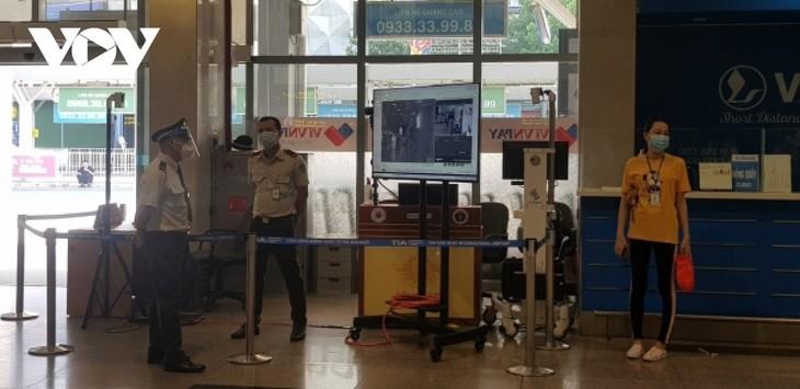 Sân bay Tân Sơn Nhất ngày đầu tiên khôi phục bay nội địa - ảnh 3